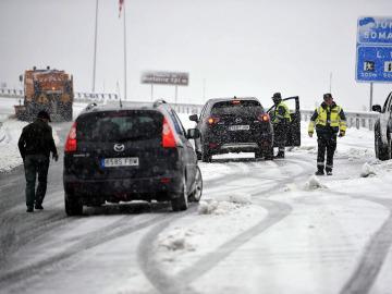 El primer temporal del invierno provoca el cierre de siete puertos