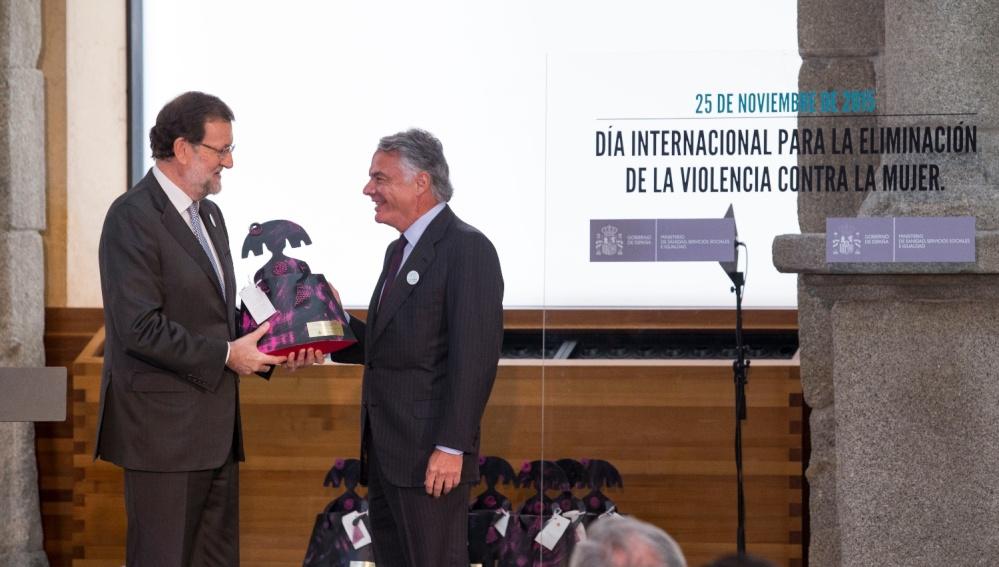 Mariano Rajoy entrega el reconocimiento a Ignacio Garralda, Presidente de Mutua Madrileña