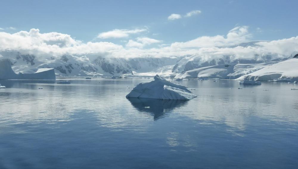 Los glaciares de la península Antártica pierden entre 20 y 30 centímetros de hielo cada día