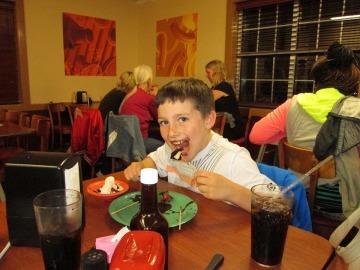 ¿Es bueno controlar las ganas de comer de tus hijos?