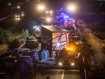 La A-7 colapsada por el accidente