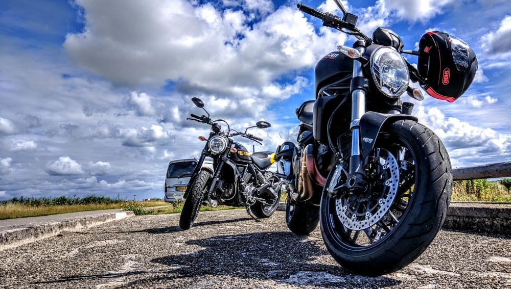 Los accidentes de moto causan cinco veces más muertes que los de coche