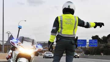 Guardia Civil de Tráfico en un control de carreteras