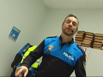 José, el policía local de Oviedo que enseña educación vial a los niños con canciones y coreografías