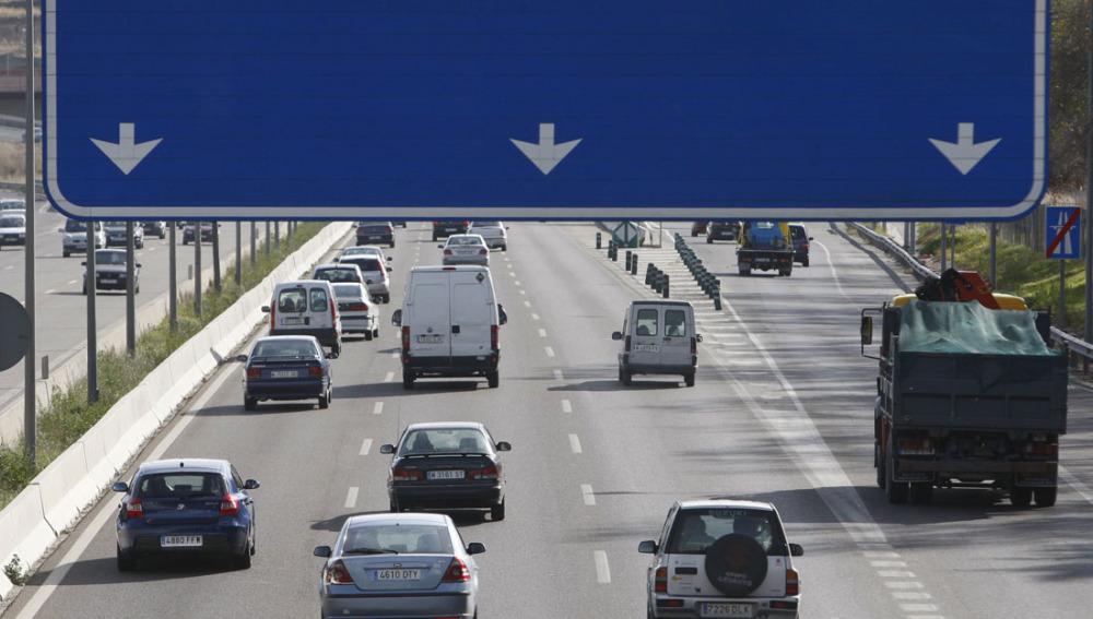 Vehículos en una autovía española