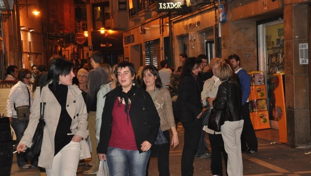 Ambiente de la calle de San Nicolás por noche