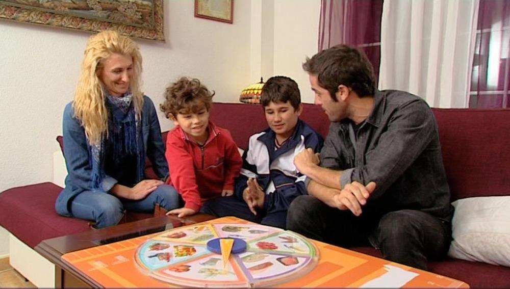 """Roberto juega con Javier a la ruleta de """"El Estirón"""""""