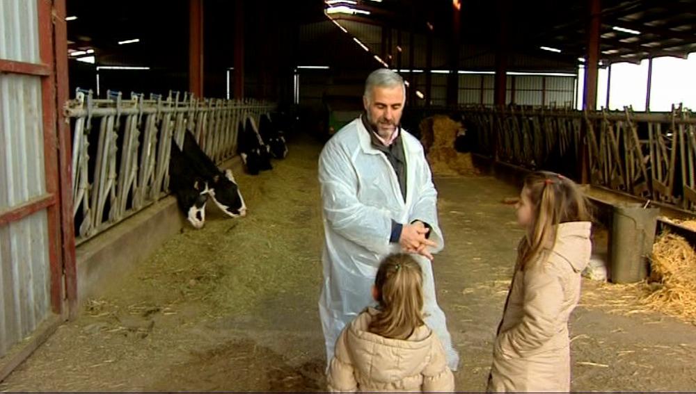 Paula y Carmen conocen de dónde viene la leche