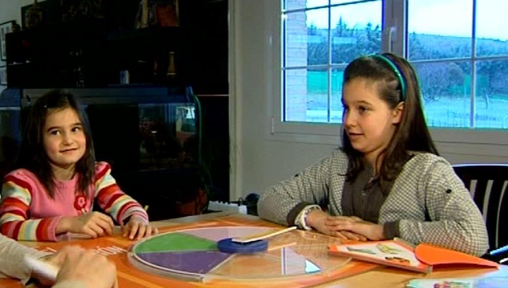 Rebeca y Siena aprenden sobre los alimentos jugando