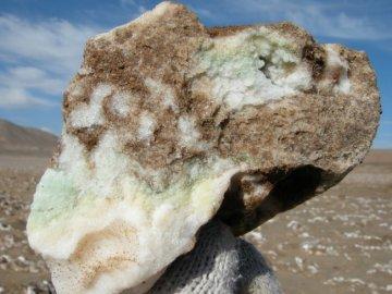 Roca de halita (NaCl) del desierto de Atacama