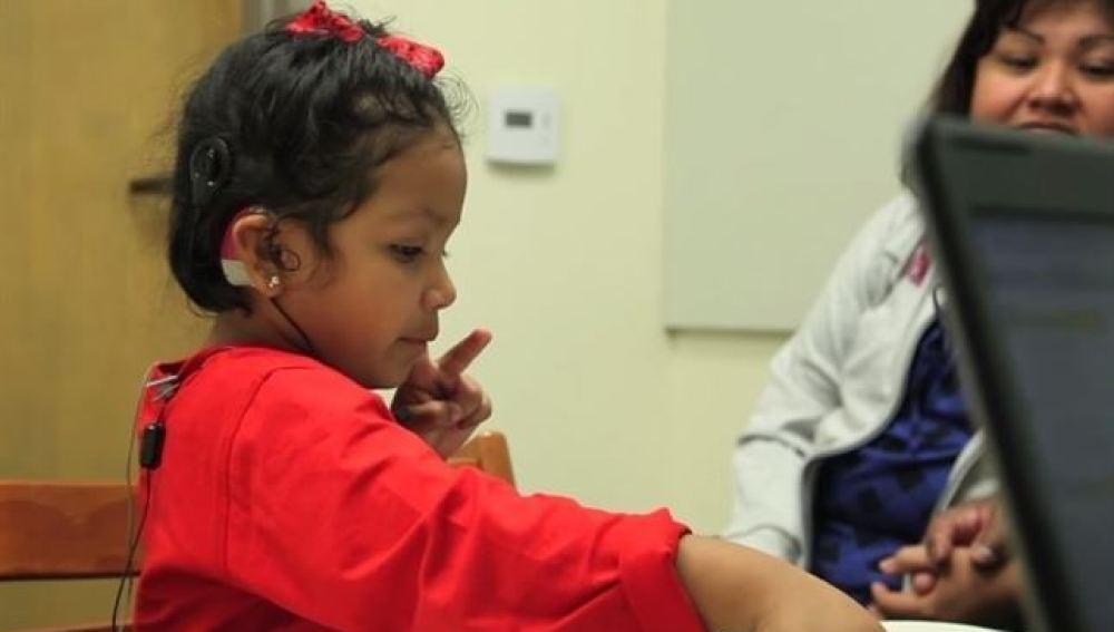 Un nuevo implante permite que niños sin el nervio auditivo puedan oír