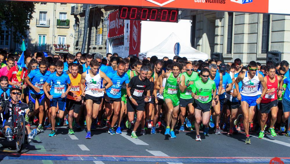 Los corredores salen  en la II carrera Ponle Freno