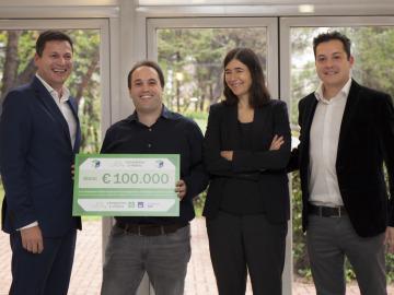laSexta entrega a Héctor Peinado los 100.000 euros recaudados con Cada Paso Es VItal