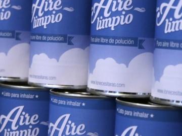 Se vende aire puro enlatado y botellas de agua por 5.000 euros