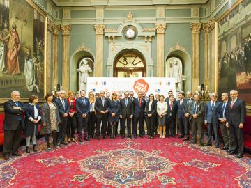 Senadores y personalidades posan antes del comienzo de los VIII Premios Ponle Freno