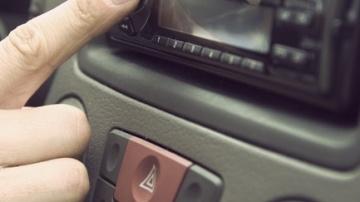 Sintonizar la radio del coche es una de las distracciones más frecuentes