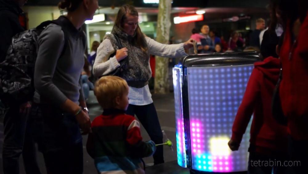TetraBIN, la papelera que fomenta el reciclaje a través de un videojuego