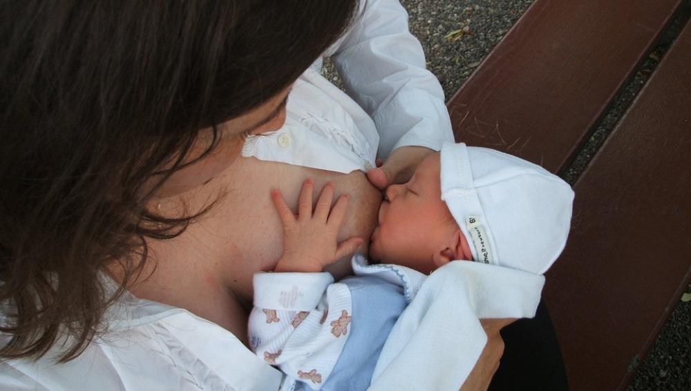 La leche materna podría salvar la vida a 823.000 niños y a 20.000 mujeres cada año