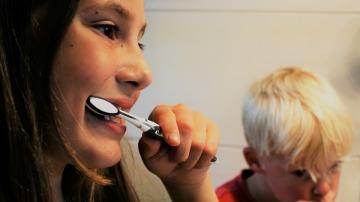 Cinco consejos para que tus hijos cuiden su boca en verano