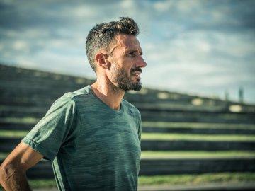 El atleta Chema Martínez completa el desafío #EnMenosde10 contra el paro cardiaco