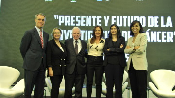 Silvio González, Ángela Nieto, Harald zur Hausen, Mamen Mendizábal, María Blasco y Pilar Garrido de izquierda a derecha