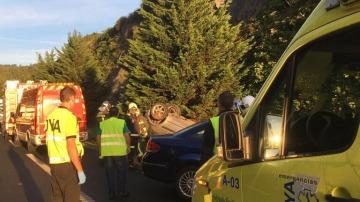 Dos heridos leves en un accidente de tráfico en la A-8 a la altura de Castro