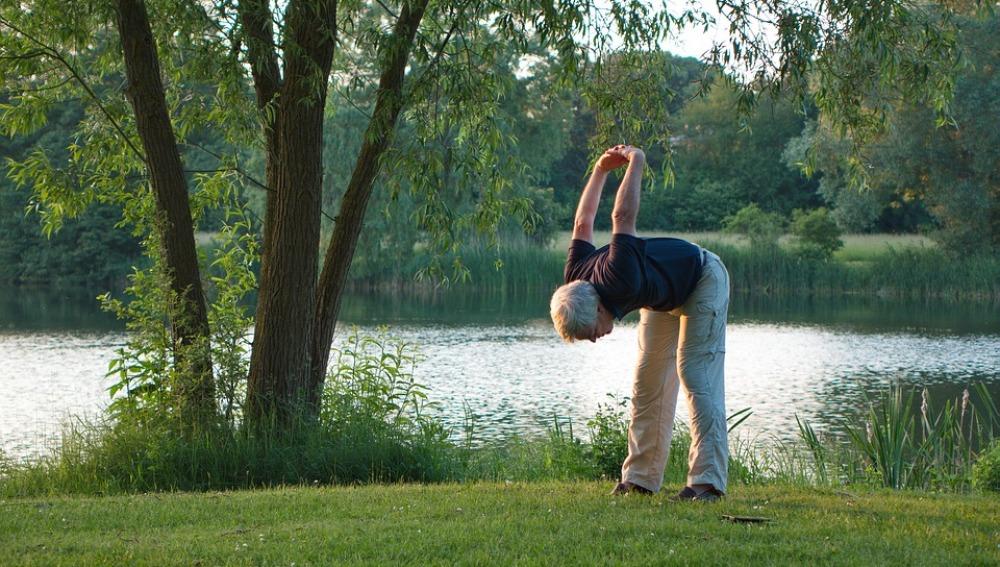 ¿Cuáles son los beneficios de mantenerse activo en la vejez?