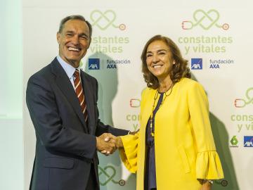 El consejero delegado de Atresmedia, Silvio González, y la secretaria de Estado de I+D+i y presidenta del Patronato de FECYT, Carmen Vela, en la tercera edición de los Premios Constantes y Vitales donde se avanzó el acuerdo.
