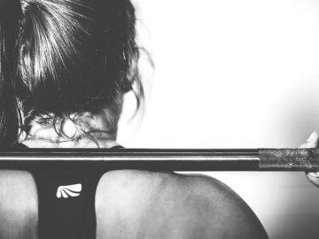 Mujer practicando Crossfit