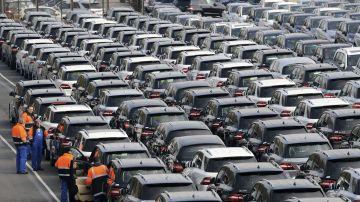 Los fabricantes de automóviles reafirman su compromiso con la seguridad vial pero demandan una mejora de las infraestructuras