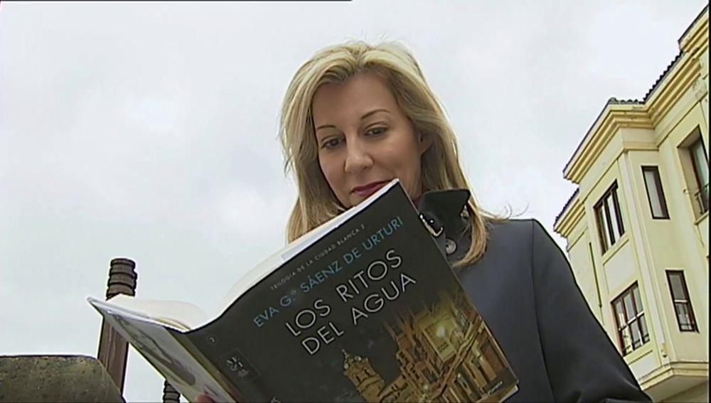 Eva García Sáenz de Urturi lee 'Los ritos del agua'